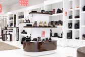 現代ヨーロッパのモールの靴屋のインテリア — ストック写真