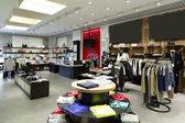 Tout nouvel intérieur de magasin de tissu — Photo
