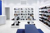 İç modern avrupa alışveriş ayakkabı mağazası — Stok fotoğraf