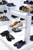 Interiören i skoaffär i moderna europeiska mall — Stockfoto