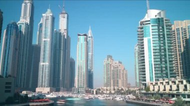 Barcos em dubai marina — Vídeo stock