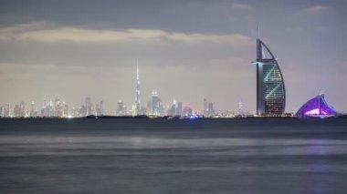 Golden sunset panorama in Dubai — Stock video