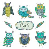Cute cartoon vector owls  with  feathers — Stock Vector