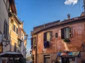 Laundry in Trastevere district of Rome, Ital — Stock Photo