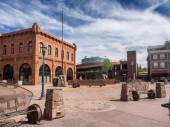 Flagstaff main square with pueblo house — Stock Photo