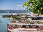 Malý přístav na Isola Maggiore v jezera Trasimeno v Umbrii — Stock fotografie