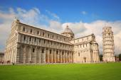Piazza dei Miracoli Complex and Leaning tower of Pisa, Italy — Stock Photo