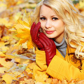 Autumn Woman with Maple leaves. Blonde Beautiful Girl — Stock Photo