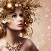 Boże Narodzenie moda dziewczyna z urządzone fryzurę. Portret — Zdjęcie stockowe