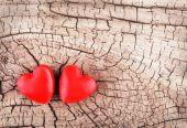 木製のテクスチャの心。バレンタインデーの背景。マクロ. — ストック写真