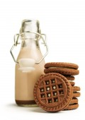 Chocolate milk in a bottle with cookies — Stock Photo