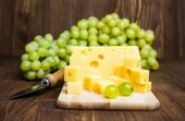 Cheese and grapes — Stock Photo