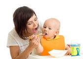 Mom feeding her kid boy — Stock Photo
