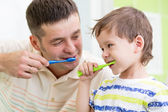 Father and kid son brushing teeth — Foto Stock