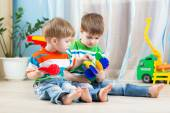 Two little boys play together with educational toys — Stock Photo
