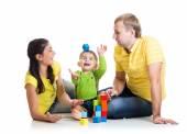 Komik çocuk anne ile oynamak yapı taşları — Stok fotoğraf