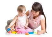 Madre e hija jugar juntos — Foto de Stock