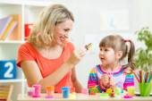 Mother teaching daughter — Stock Photo