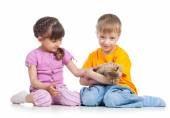 Two kids with kitten — Stock Photo