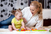 Mom and kid playing block toys at home — Stock Photo