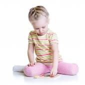 Little Cute Girl Solving puzzle — Foto de Stock