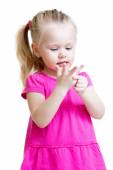 Child girl counting on fingers of her hands — Stock Photo