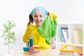 Little girl cleaning  at home — Stock Photo