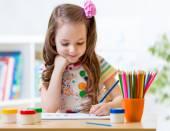 Cute little girl paints — Stock Photo