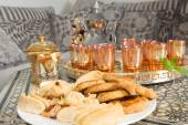 Sweet tea and ramadan cookies — Stock Photo
