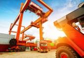 Containerterminal i skymningen — Stockfoto