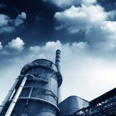 Power plant smokestacks — Stock Photo