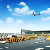 Highway and aircraft — Stock Photo