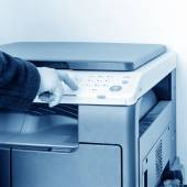 Woman is using the copier — Stock Photo