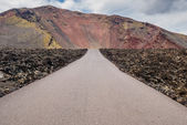 Road to Timanfaya Fire Mountains in Lanzarote, Canary Islands — Stock Photo