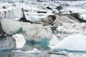 Icebergs in the Jokulsarlon Glacier Lagoon, Iceland — Stock Photo