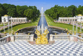 Grand Cascade and sea canal in Peterhof palace, St Petersburg — Stock Photo