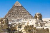 Sphinx and Pyramid of Khafre, Giza, Egypt — Stock Photo