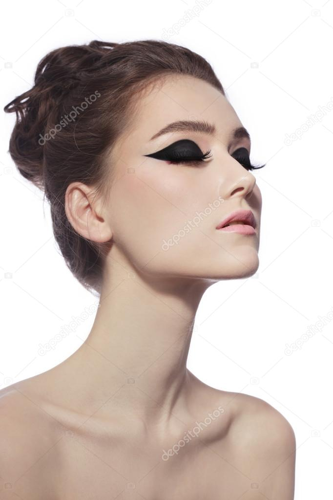 Femme avec du maquillage yeux de chat fantaisie \u2013 Image