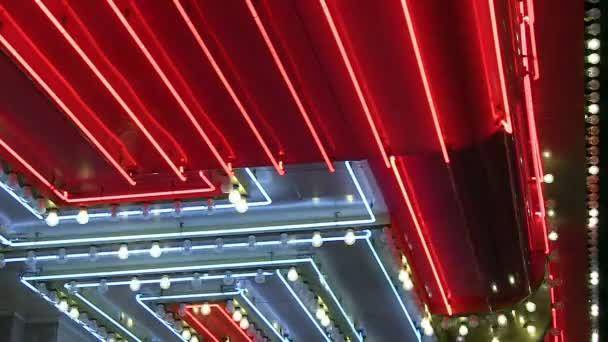 Persiguiendo las luces con luces de neón — Vídeo de stock