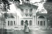 Bride and groom standing near beautiful mansion — Stock Photo