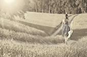 Girl walking in field — Stock Photo