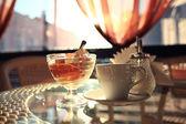 Kaffe och glass i caféet — Stockfoto