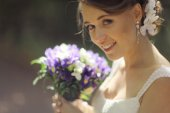 Bride in park — Stockfoto