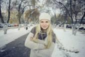 Blonde girl in winter — ストック写真