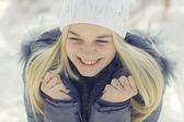 Teen girl in winter — Stockfoto