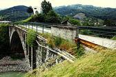 溝を渡る鉄道橋 — ストック写真