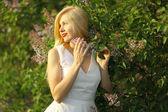 Beautiful  girl in the garden — Stock Photo