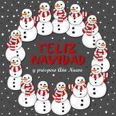 Happy snowmen with stripped scarfs wreath Christmas winter holiday card illustration with Merry Christmas wishes in Spanish on dark background — Stock Vector