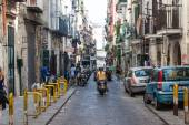 Street in historic center of Naples, Italy — Stockfoto