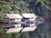 Building houseboat on the lake in Thailand  — Stock Photo